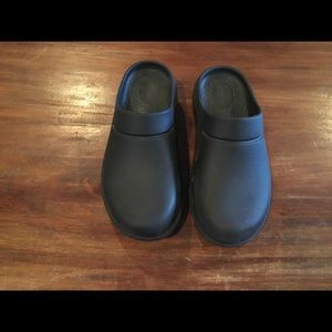 Oofos black Recovery clogs 37 W 6 M 4 /